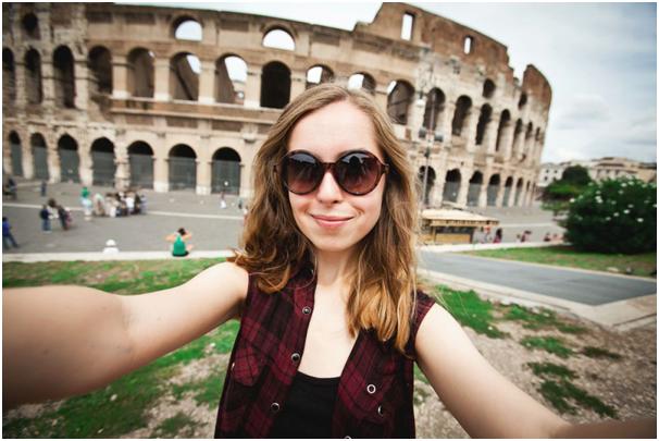 Tips Selfie Saat Traveling Biar Terlihat Lebih Menarik