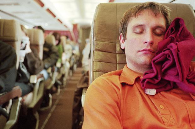 Ini Tips Agar Anda Dapat Tidur Nyenyak di Pesawat