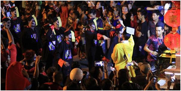 Selain Naga Panjang Vampir Juga Turut Meriahkan Festival Cap Go Meh di Singkawang