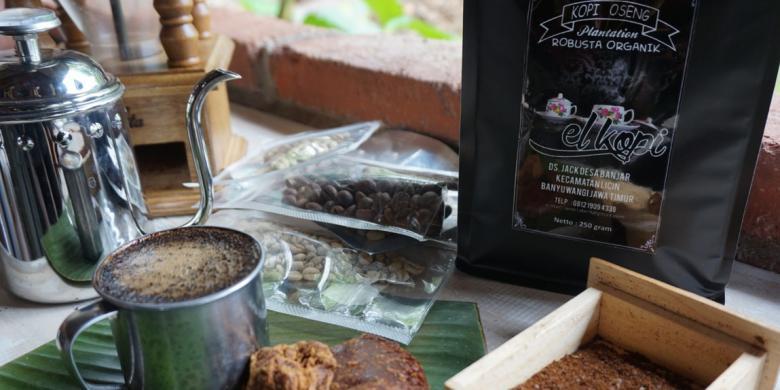 Kopi Utek Khas Banjar Banyuwangi di Minum Kopinya Digigit Gulanya