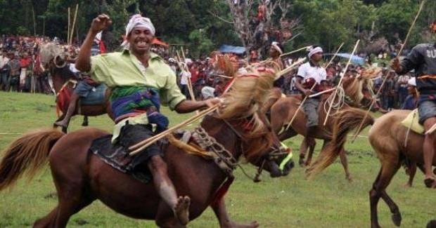 Festival Tenun Ikat dan Parade Kuda di NTT
