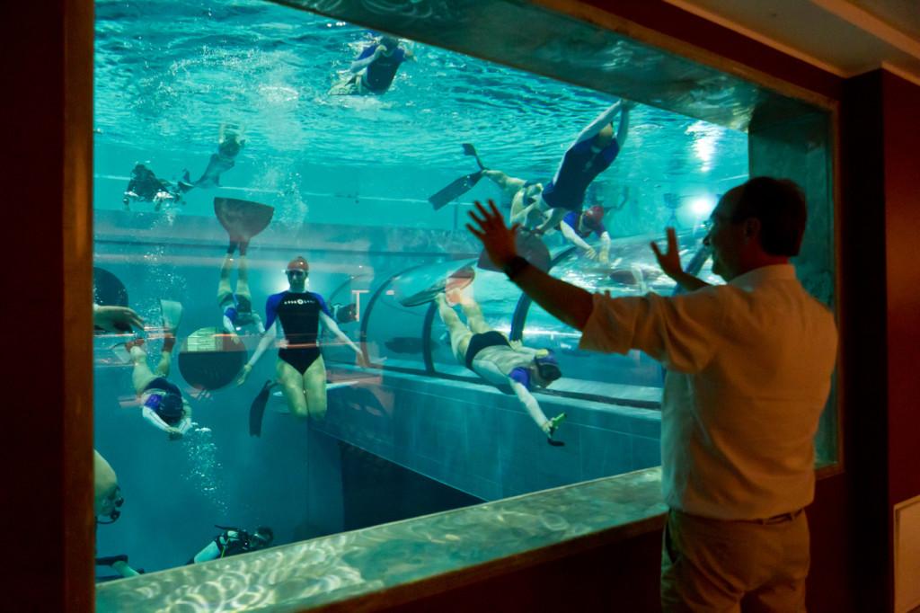 Wow, Kolam Renang Paling Dalam di Dunia Setara Dengan Gedung 13 Lantai !