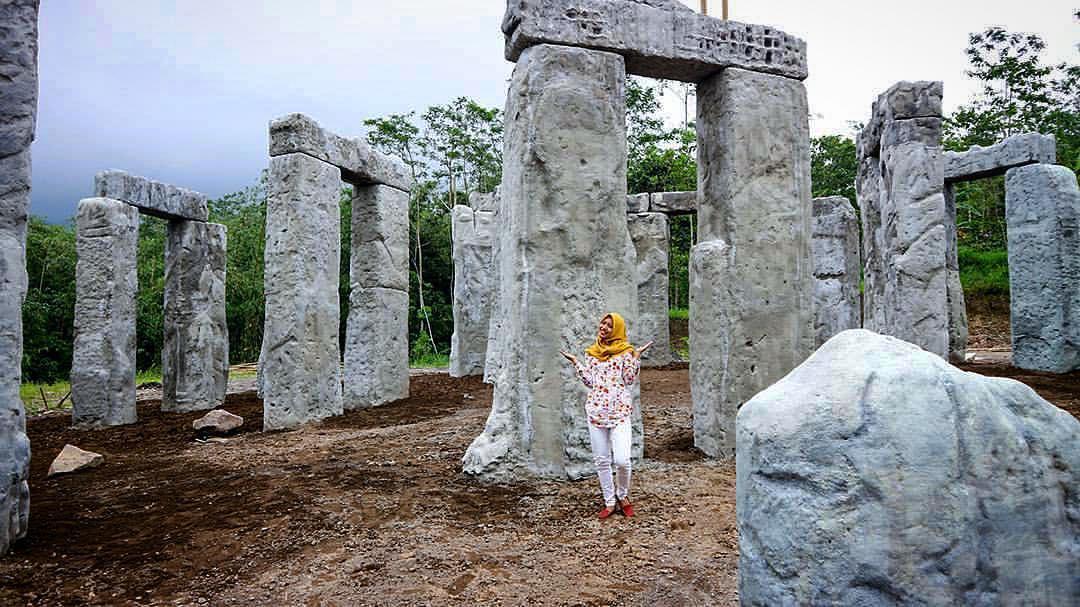 Gak Perlu Ke Inggris, Stonehenge Ternyata Juga Ada di Lereng Merapi