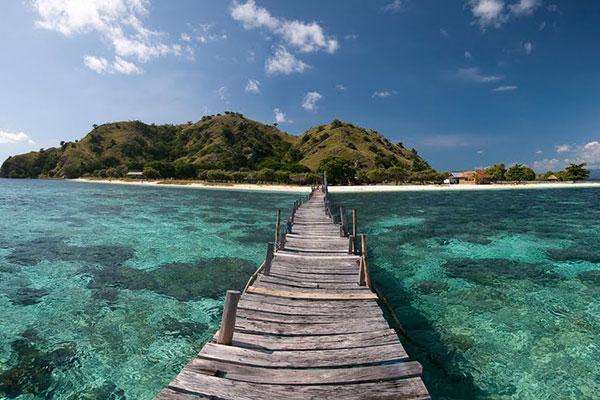 Pantai Air Belanda, Pantai Tak Terjamah dari Pulau Seram Utara
