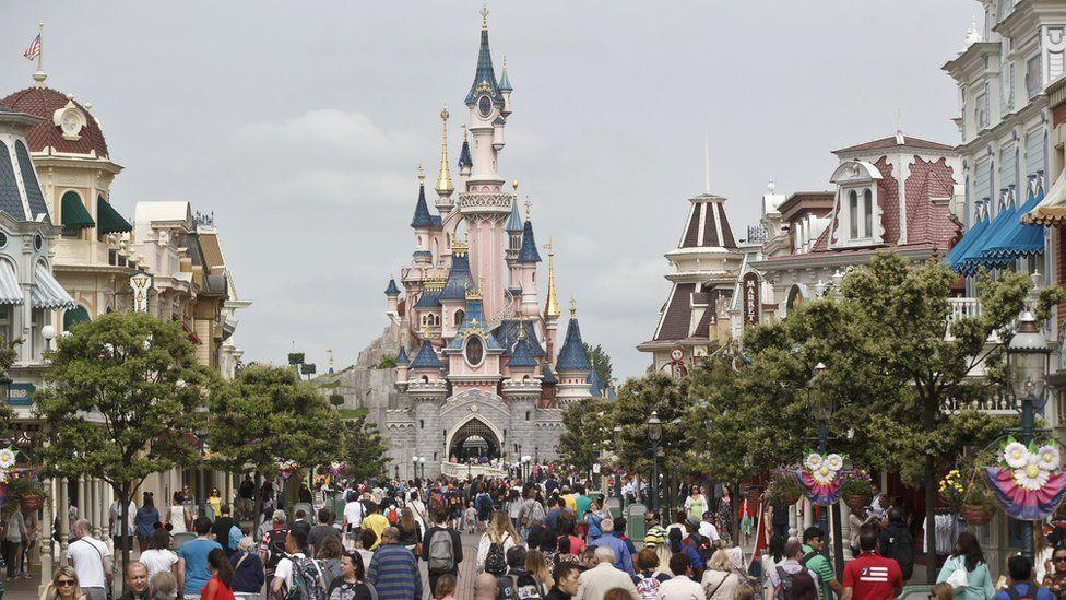 Disneyland Paris pada Ulang Tahun ke 25, Menembus 300 Juta Orang Pengunjung !