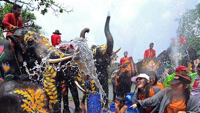 Jika Suka Bermain Air, Ikut Festival Songkran di Bangkok Saja !