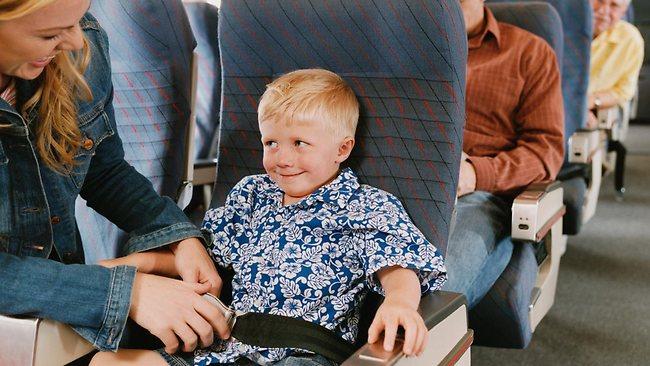 Tips Aman dan Nyaman Saat Naik Pesawat Bersama Anak