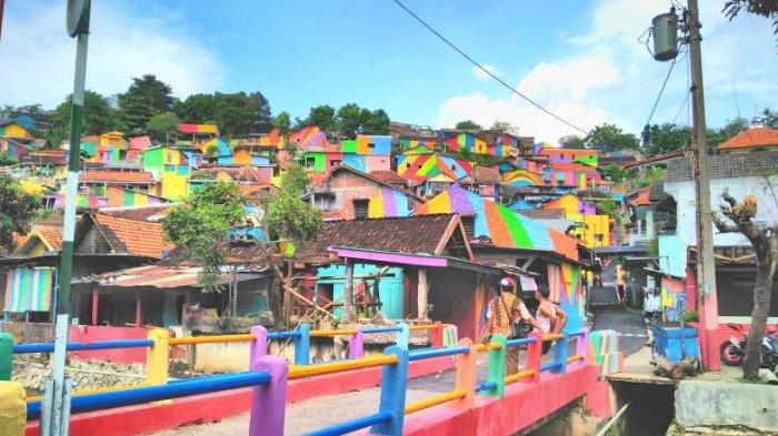 Kampung Pelangi Semarang Jadi Populer di Media Asing