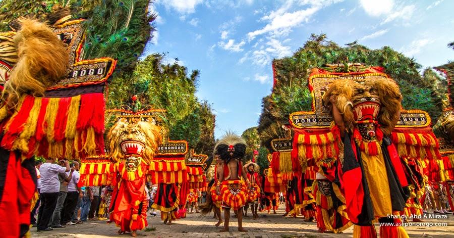 Kostum Merak dan Barong Jadi Pusat Perhatian di Kuala Lumpur