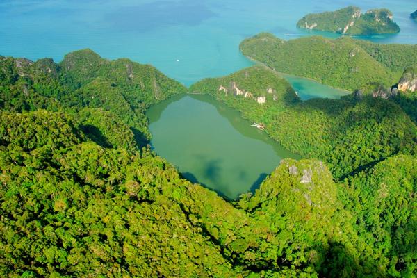 Danau Cantik Dayang Bunting Jadi Incaran Para Pelancong Wanita