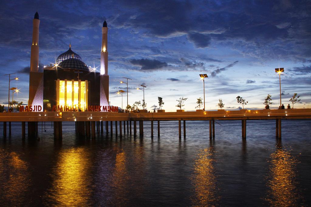 Masjid Apung Pertama di Indonesia Ada Di Makassar
