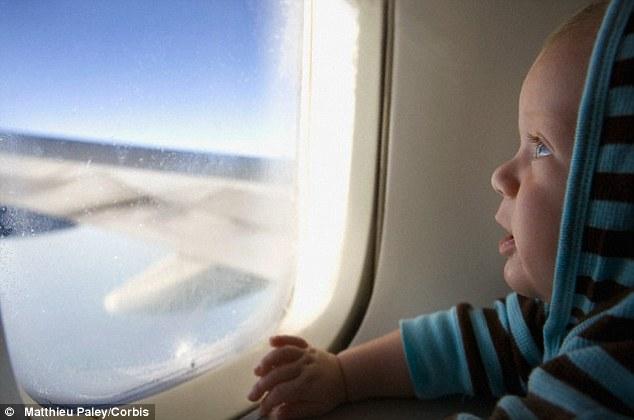 Yuk Ketahui Peraturan Maskapai terhadap Bayi Ketika Naik Pesawat