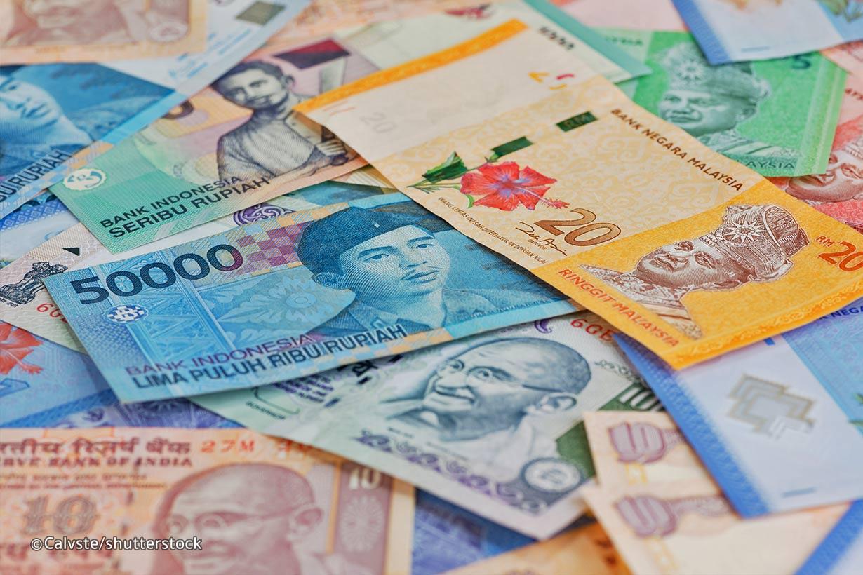 Tukar Uang di Indonesia Atau Luar Negeri, Manakah yang Lebih Menguntungkan?