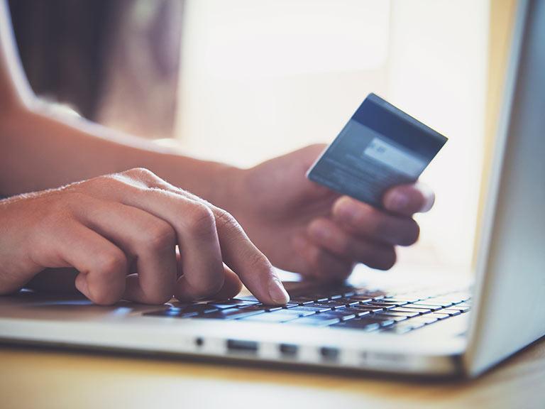 Benarkah Pusat Belanja Sepi Karena Toko Online?