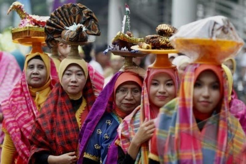 Pagelaran Festival Moyo Utara Sambut Wisman dan Para Peserta Sail Indonesia 2017
