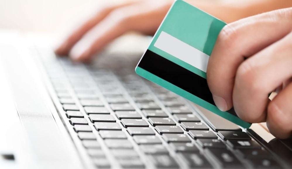 Simak Cara Aman Transaksi Dengan Kartu Kredit !