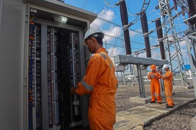 PLN Buat Genset untuk Aliri Listrik Desa Halmahera Selatan