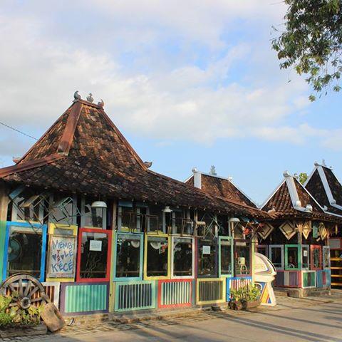 Sangat Unik, Kafe Nuansa 80-an di Bantul Tampilkan Barang Langka