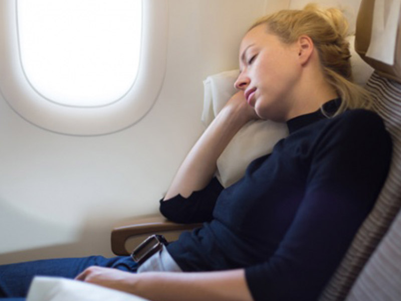 Tips Agar Mudah Tidur Ketika di Pesawat