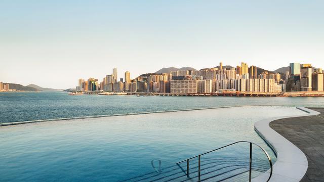 Pelabuhan Victoria Panorama Cantik Dari Jendela Hotel di Hong Kong