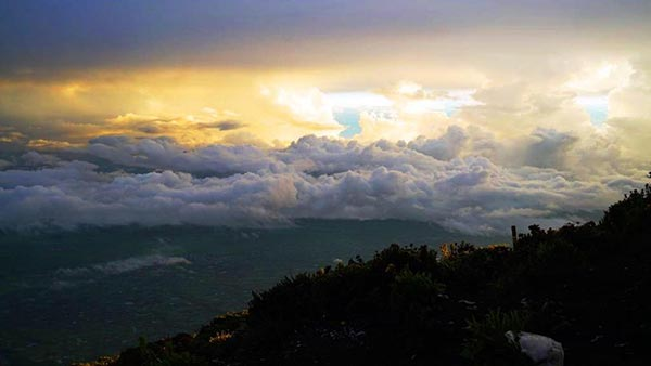 Yuk Saksikan Indahnya Karpet Awan di Gunung Kerinci !