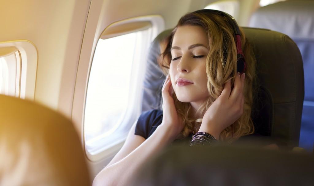 Simak Alasan Tidur Ketika Pesawat Lepas Landas dan Mendarat itu Berbahaya