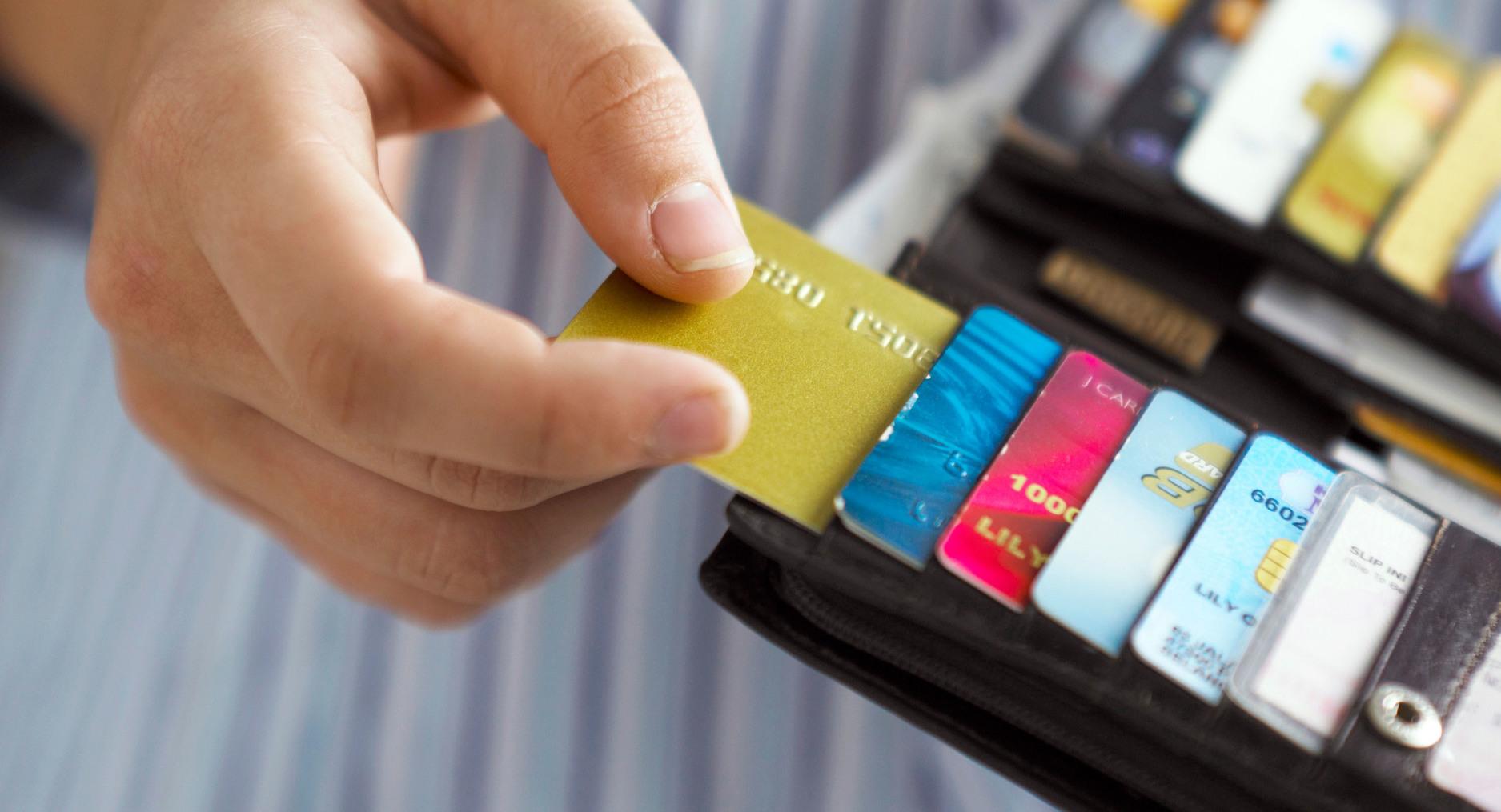 Manfaatkan Kartu Kredit Secara Bijak, Termasuk Faktor Gaji Awet !