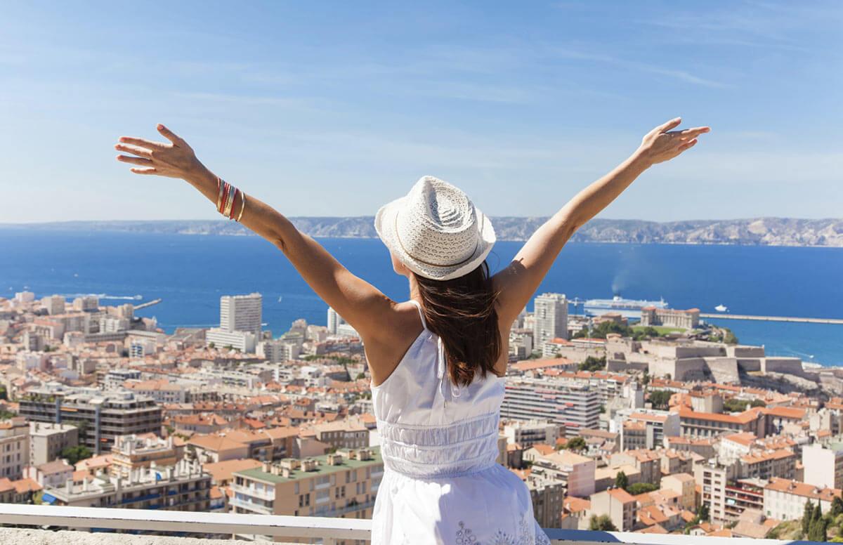 Yuk Traveling Lebih Hemat dan Seru Dengan Tips Ini !