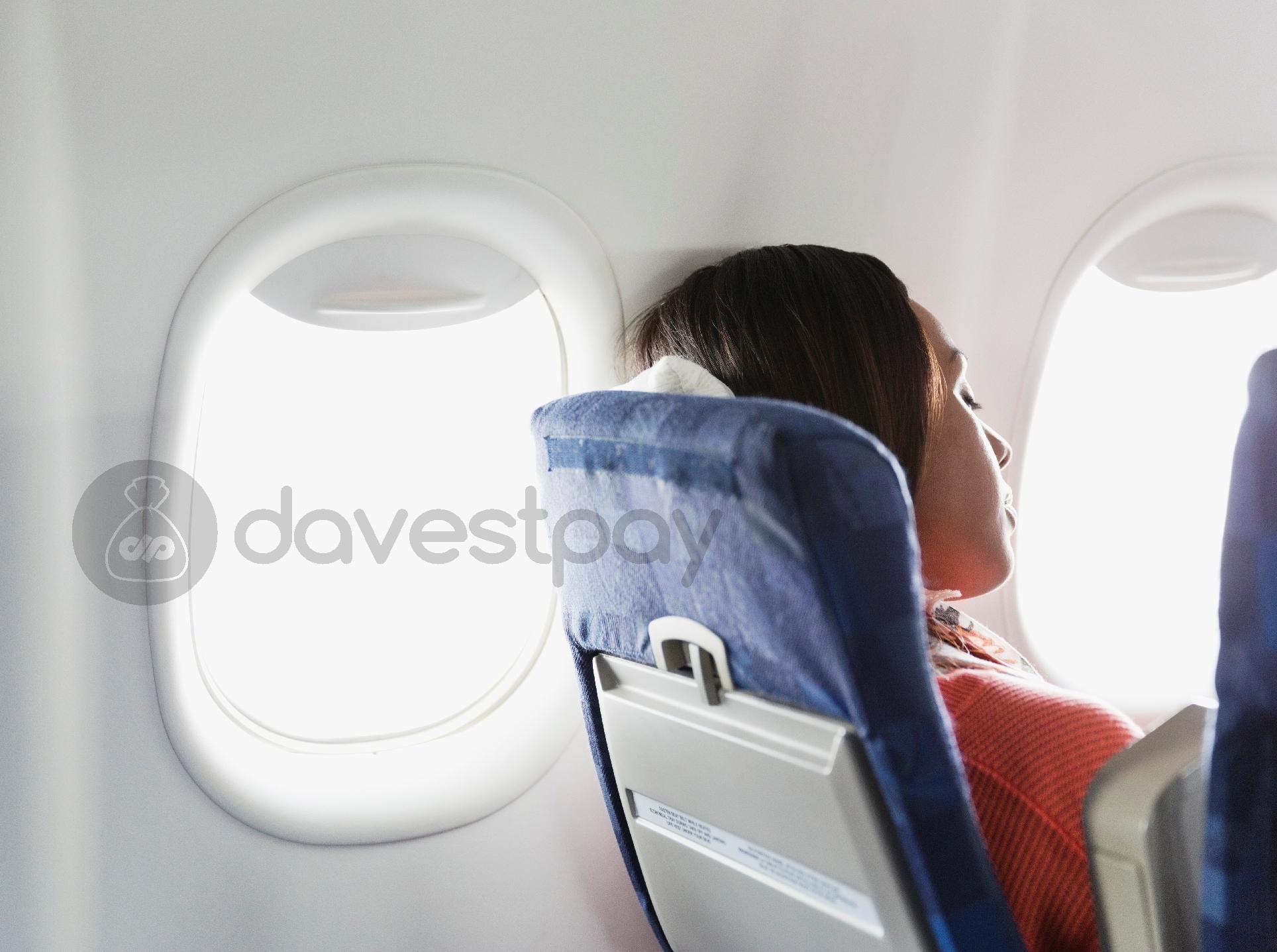 Mengapa Tidur Saat Pesawat Lepas Landas dan Mendarat Berbahaya?